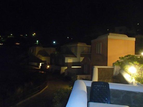 Hotel Villaggio dei Pescatori: Camere colorate  Villaggio dei pescatori (notturno)