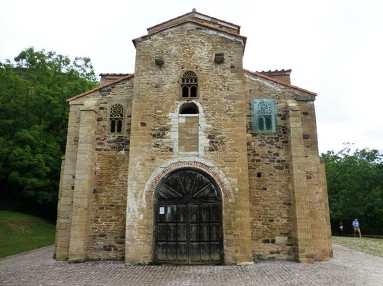 San Miguel de Lillo: fachada