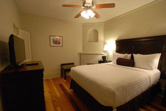 Inn on Ursulines: Ursulines Deluxe Queen Guest Room