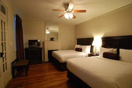 Inn on Ursulines : Deluxe Two Queen Guest Room