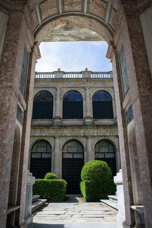 Monasterio y Sitio de San Lorenzo de El Escorial: inside the courtyard