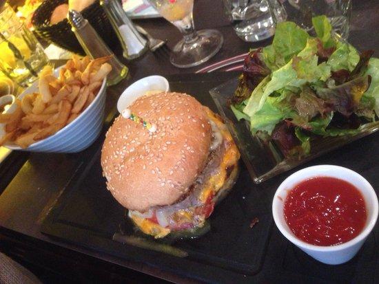 La Terrasse: Hamburger américain