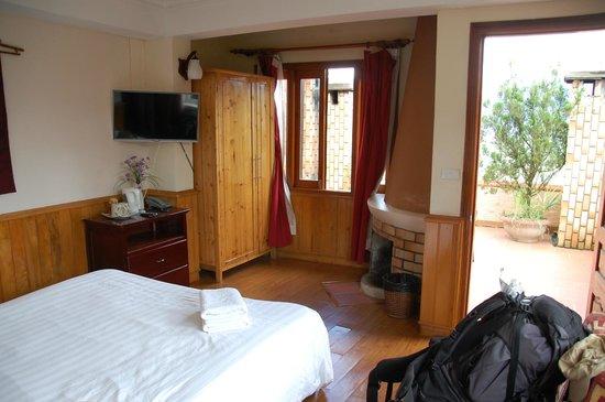 Cat Cat View Hotel: Zimmer mit Kamin und Terrasse