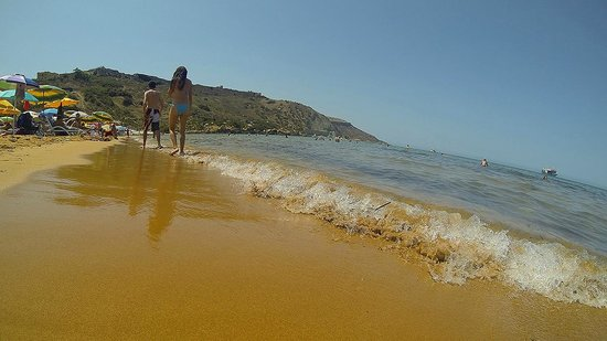 Ramla Bay: Golden sands and clear water