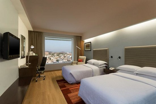 Four Points by Sheraton Jaipur, City Square: Club Twin Room