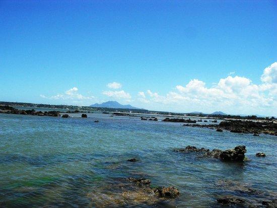 Nova Almeida, ES: Mestre Alvaro visto  da Praia Grande