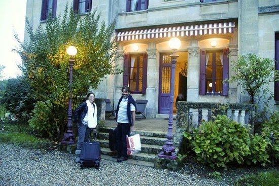 Chateau Lavergne-Dulong - Chambres d'hotes: Main entrance