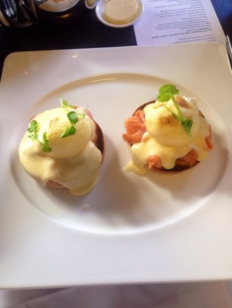 Radisson Blu Edwardian Hampshire Hotel: The Hollandaise sauce was purely vinegar. Couldn't eat it.