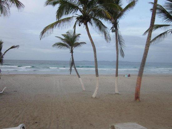 Agua Dorada Beach Hotel by LIDOTEL: spiaggia