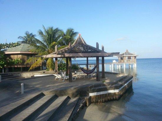Roatan Divers Lost Paradise Hotel