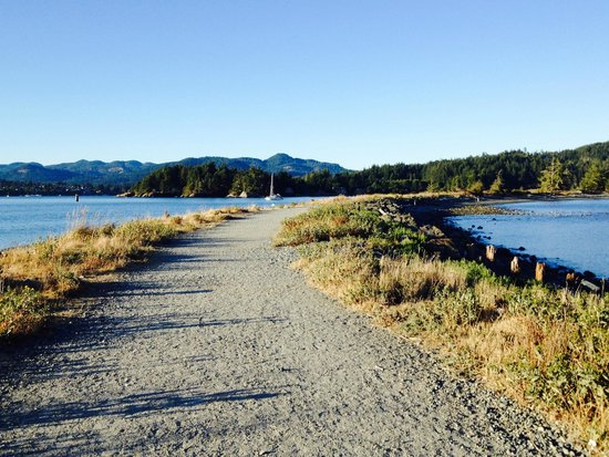 Sooke Harbour House Resort Hotel : Our daily walks on Whiffen Spit Trail