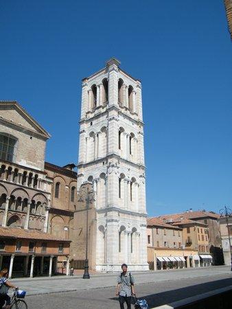 Basilica Cattedrale di San Giorgio Martire: IL campanile