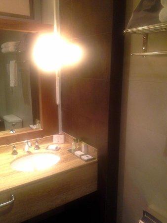El Pardo DoubleTree by Hilton Hotel: Bathroom