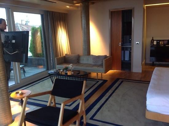 Witt Istanbul Suites: sofa area