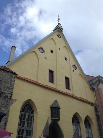 Tallinn Free Tour : Another beautiful house on our way