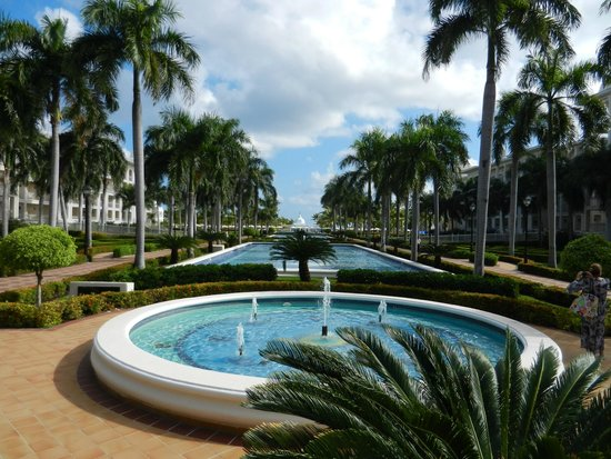 Hotel Riu Palace Punta Cana : Another view from the courtyard