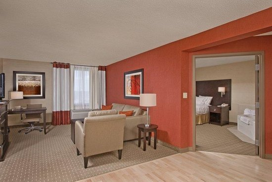 Holiday Inn Express Hotel & Suites Chatham South: Suite