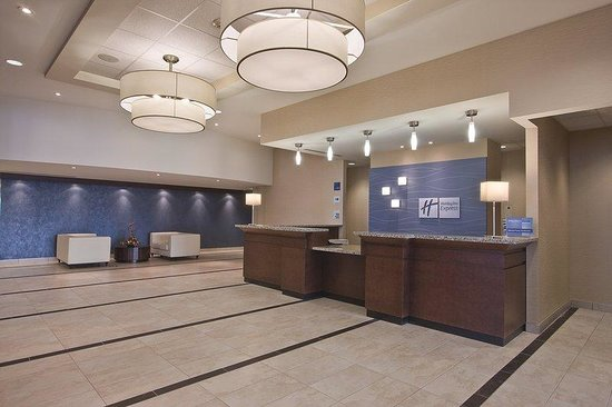 Holiday Inn Express Hotel & Suites Chatham South: Front Desk