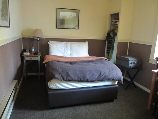 Deer Lodge: Very cramped for the price