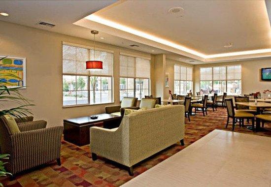 TownePlace San Diego Carlsbad/Vista: Lounge & Reception Area