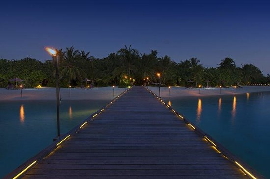 Naladhu Resort Maldives: Naladhu Boardwalk And Beach Night
