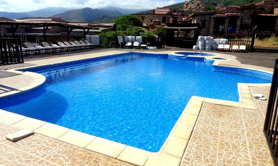 Piscine picture of le thais bejaia tripadvisor for Piscine algerie