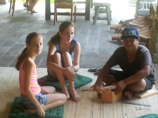 Bali Eco Stay Rice Water Bungalows: Workshop with Kadek, making a wooden box