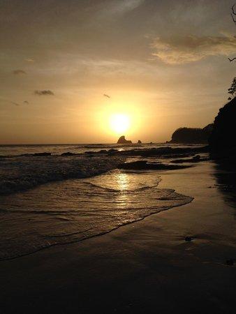 Buena Vista Surf Club: Sunset at Playa Maderas