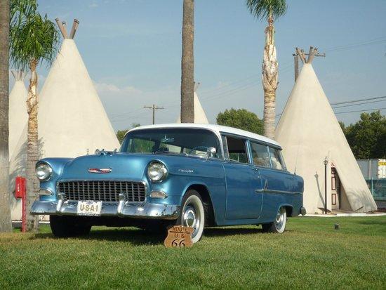 Wigwam Motel: Chevy Station Wagon