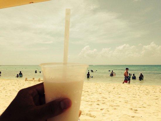 Paradisus Playa del Carmen La Perla: Coco Loco en la playa