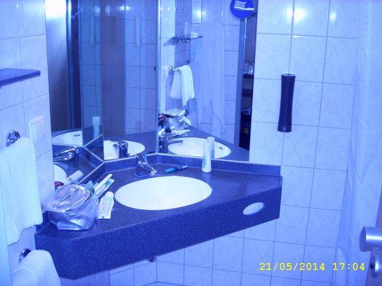 Holiday Inn Express Berlin City Centre: Bathroom