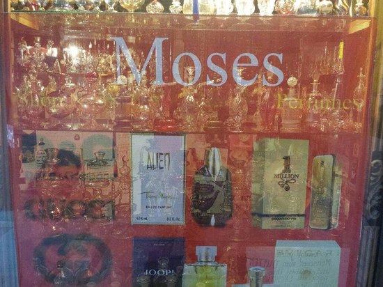 Jaz Dar El Madina: Moses.... Da non perdere.... Portare caffè per Moka mi raccomando.. Al resto pensa tutto lui! È