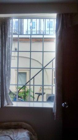 Colliers Hotel : Dalla finestra della camera