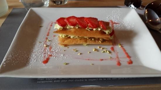 Prao Saint-Nicolas : Millefeuille de fraise et pistache.