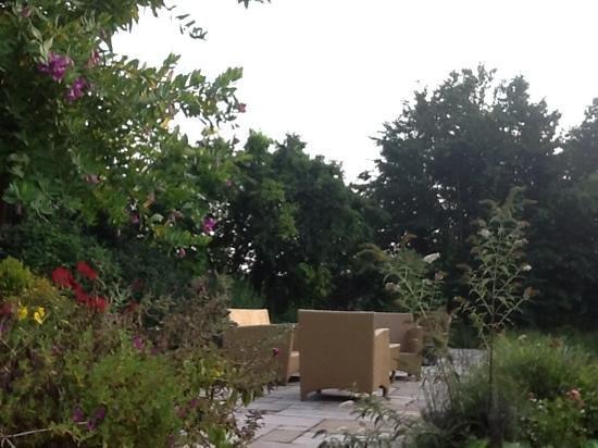 Hotel Schaepkens van St Fijt: the beautiful back garden