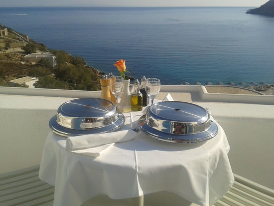 Myconian Imperial Hotel & Thalasso Centre : food in room