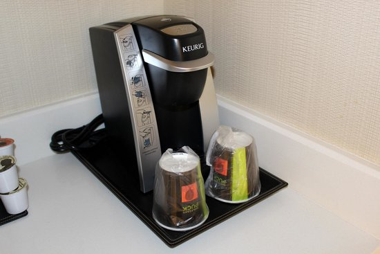 DoubleTree by Hilton Hotel Bristol, Connecticut : Keurig for coffee/tea in the room