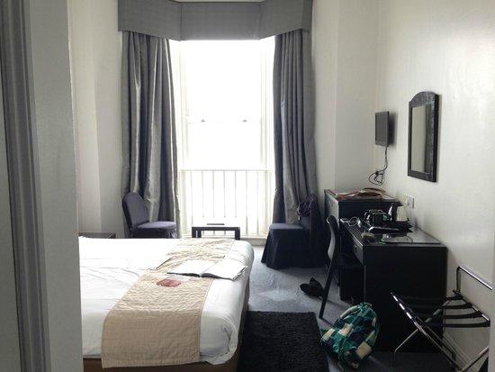 Umi Brighton Hotel: view from bedroom door