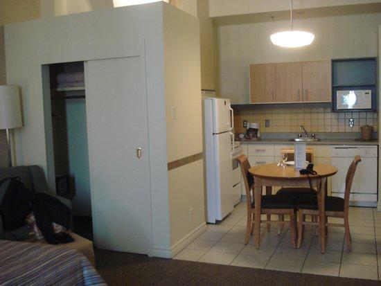 Le Square Phillips Hotel & Suites : Mini cozinha ótima