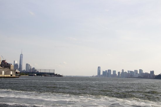 Circle Line Cruises: Hudson river flowing between Manhattan and Jersey city