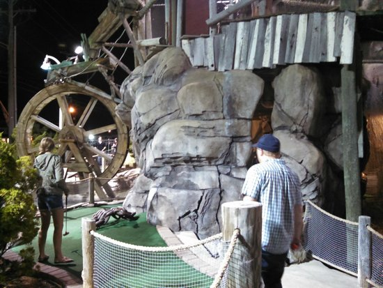 ‪Castaway Cove Adventure Golf‬