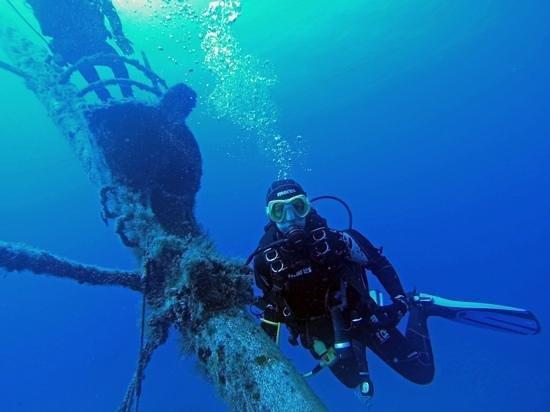 Blue Bottom Diving: Mi esposa en el pecio del Meridian
