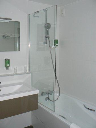BEST WESTERN Aquakub : salle de bains