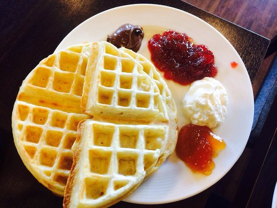 Elite Hotel Marina Tower: You can make your own waffles!