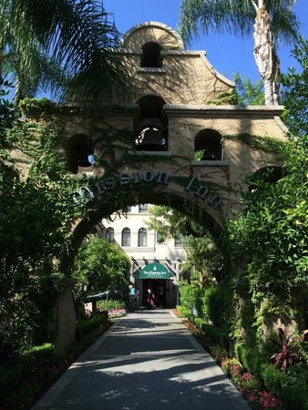 The Mission Inn Hotel and Spa : Front of hotel