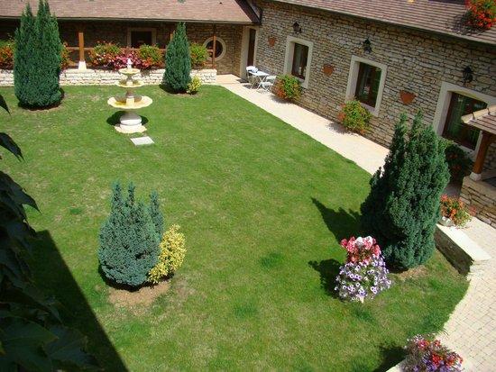 Le Clos de la Vouge : Vue chambre romantique Jardin