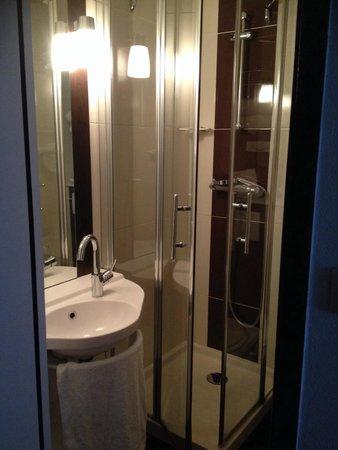 Hotel Inn Design Resto Novo Langres : Salle d'eau