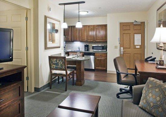 Staybridge Suites Omaha 80th & Dodge: One-Bedroom Suite
