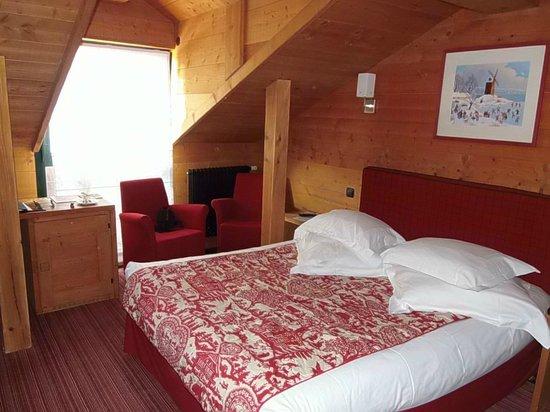 Grand Hôtel & SPA de Gérardmer  : Jolie chambre dans le chalet
