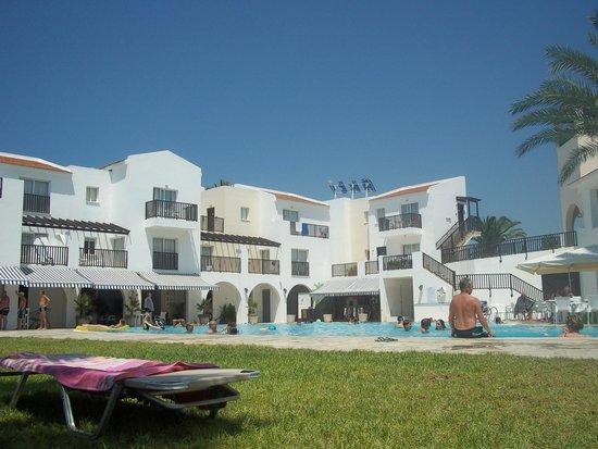 Akti Beach Village Resort: Pool bar